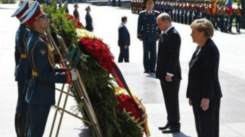 普京会晤默克尔 称建立欧洲新安全体系需着眼未来