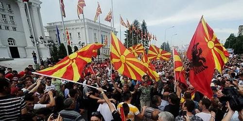 """马其顿2万人上街""""占领"""" 俄批西方搞颜色革命"""