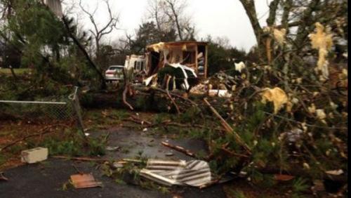 强烈暴风雨袭击美中南部致1死 6州面临龙卷风威胁