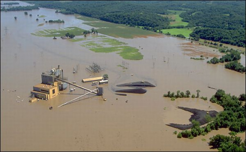 美国连日遭暴风雨侵袭致河川泛滥 数百万人受灾