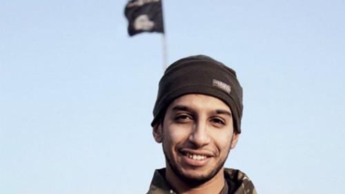 """极端组织IS发布巴黎恐袭案""""攻击者视频"""""""