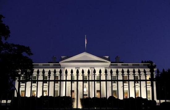 核峰会期间有人携背包翻栅栏闯白宫遭到逮捕