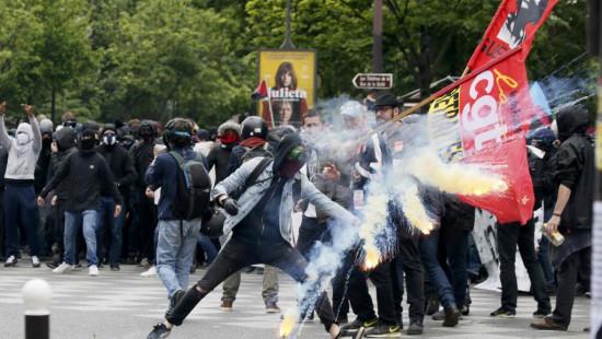 法国再现反劳动法改革示威警方逮捕12名抗议者