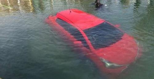 GPS不靠谱:女子跟随导航冲入湖中幸无大碍(图)