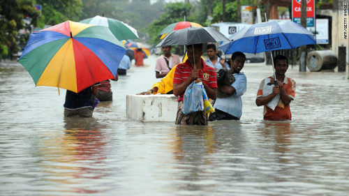 斯里兰卡暴雨成灾引发山体滑坡村落遭泥石流掩埋