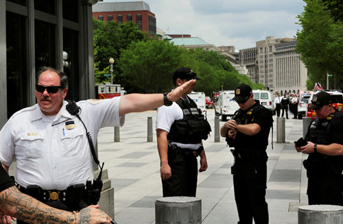 美国白宫遭抛掷可疑包裹封锁数小时嫌疑人被捕