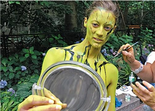 纽约举行人体彩绘日活动近百名模特身体当画布