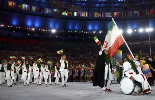 伊朗代表团现首位女性旗手 创造历史