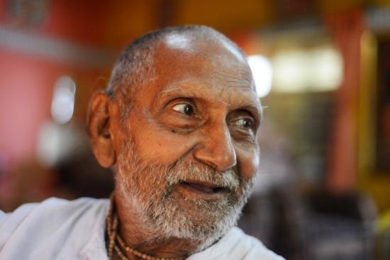 印度120岁人瑞谈长寿秘诀:不近女色每天做瑜伽(图)
