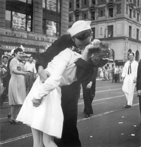 """20世纪最经典照片之一""""胜利之吻""""女主角辞世"""