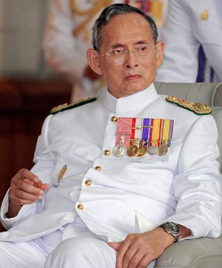 普密蓬国王传奇人生落幕泰国未来局势备受关注