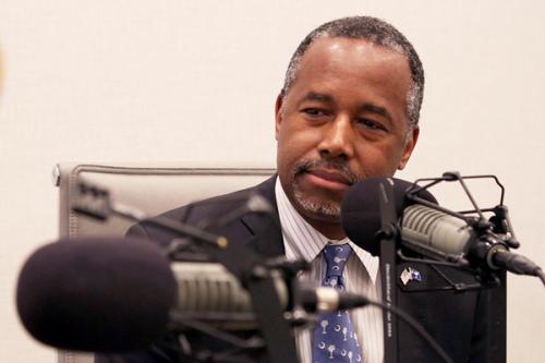 特朗普提名黑人名医卡森任住房和城市发展部部长