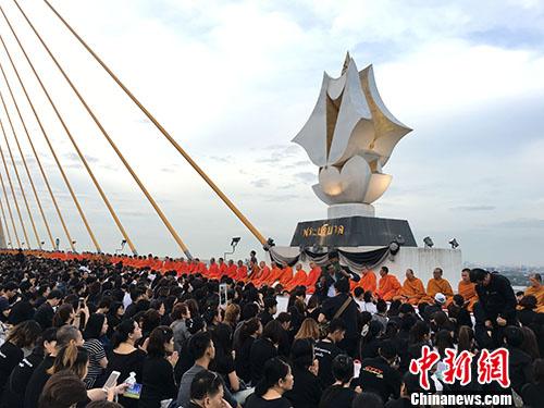 泰国举办盛大活动纪念已故普密蓬国王诞辰