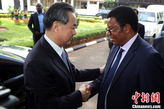 坦桑尼亚总理马贾利瓦会见中国外交部长王毅