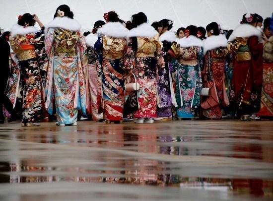 """日本传统节日""""成人节"""":女孩和服盛装留倩影(图)"""