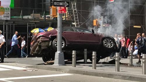 纽约时报广场撞人司机为26岁男子事件与恐袭无关