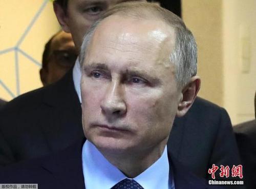 普京与新任法国总统马克龙通电话商讨发展双边关系