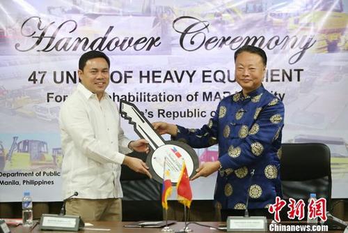 中国向菲律宾捐赠马拉维重建工程机械