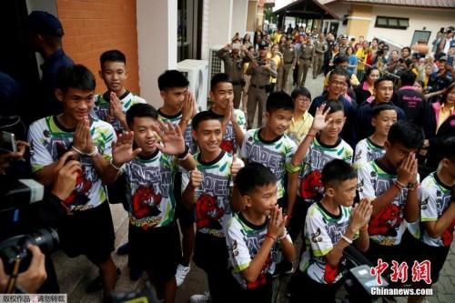 万众一心!泰国举办洞穴救援感恩晚会并颁发奖章