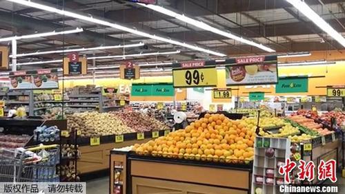 中国侨网当地时间7月5日,美国加利福尼亚州中部附近(北纬35.86度,西经117.50度)发生6.9级左右地震,加州霍桑市的一家超市人员撤离。