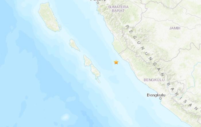 印尼西部海域发生5.1级地震,震中位于苏门答腊岛Sungai Penuh市西南方向88公里处,震源深度40.2公里
