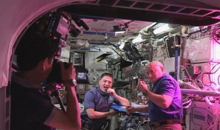 全球首次!宇航员将把微生物土壤送至国际空间站外