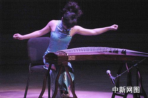 年轻的古筝演奏家任洁的《箜篌引》.邱江波图片