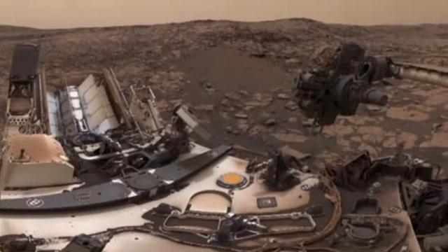 """""""好奇号""""火星车发回自拍照 与沙丘为伴"""