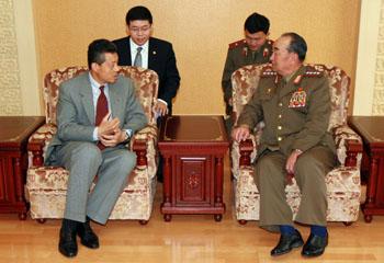 中国驻朝大使刘晓明拜会朝鲜新任总参谋长金格植