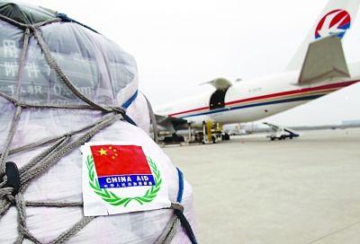 中国赴日救援队带核辐射探测仪 喝水吃饭自给(图)