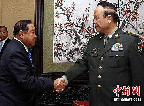 郭伯雄会见泰国国防部长 推进两军友好合作__
