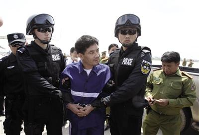 糯康今日在昆明被注射死刑 伏法前8警员陪其聊天(2)