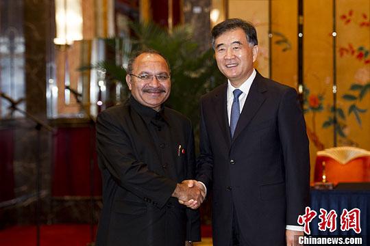 汪洋会见出席中国-太平洋岛国经济合作论坛外国政要