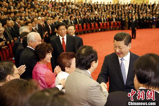 6月6日,中共中央总书记、国家主席习近平在北京人民大会堂会见第七届世界华侨华人社团联谊大会代表,并发表重要讲话。中新社发