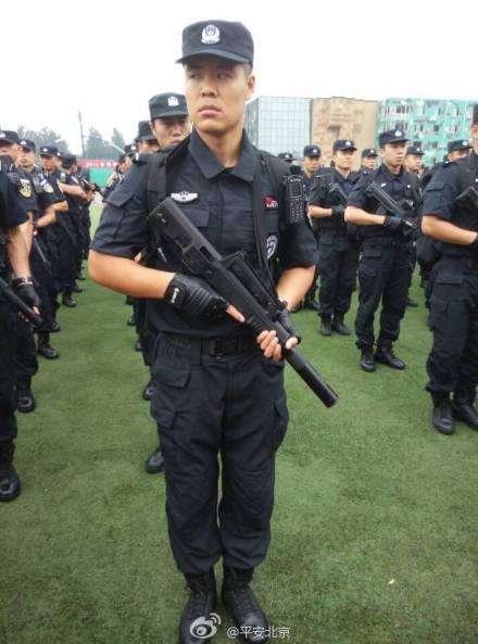 北京警方举行反恐实兵演练提升反恐防暴水平(图)
