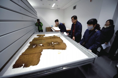 定陵3000件文物重返地下万历龙袍已碳化碎裂(图)