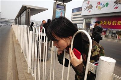 护栏伤人追访:国家无强制标准厂家生产约定俗成