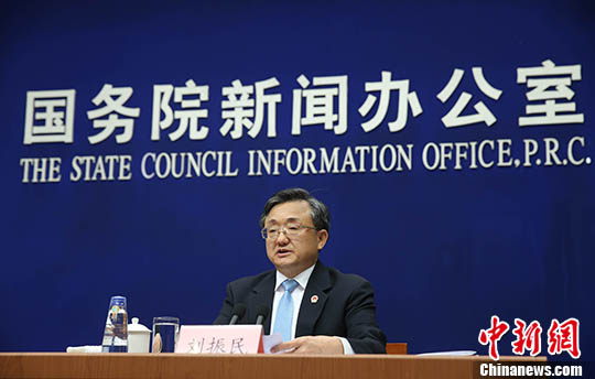 外交部副部长刘振民介绍白皮书有关情况和中国在南海问题上的政策立场,并答记者问。