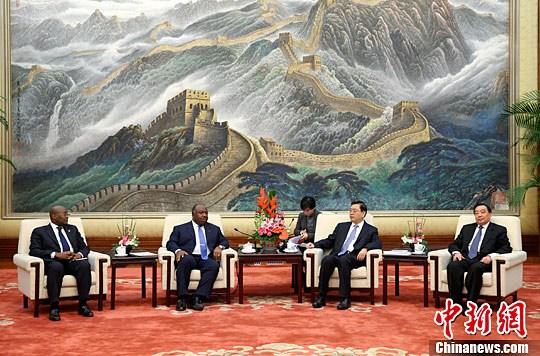 张德江会见加蓬总统