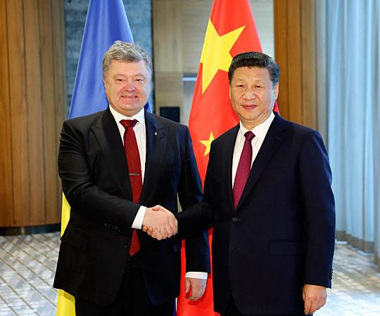 习近平会见乌克兰总统波罗申科
