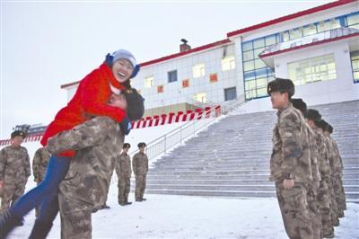 全军最高哨卡迎来首位军嫂为探亲每天坚持长跑