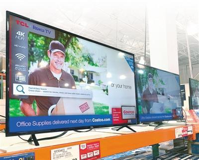 中国侨网美国好市多超市货架上的中国品牌电视机。 本报记者 张朋辉摄