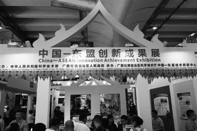 泰国科技部组团参加第15届中国—东盟博览会先进技术展。图为该展会中的创新成果展部分。罗锦模摄