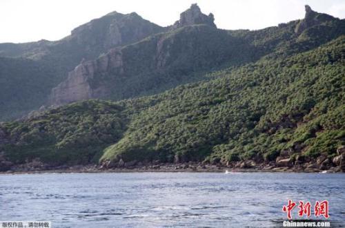 中国海警1301舰艇编队在中国钓鱼岛领海内巡航