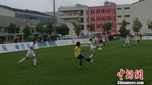 教育部:2020年再建3000所足球特色幼儿园