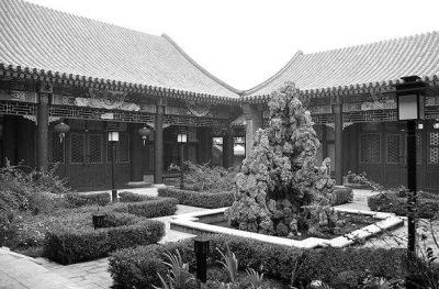 清逐渐完善,经数百年营建,北京四合院从平面布局到内部结构,细部装修