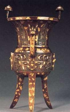 西周的夔纹身长,形态近似蛇,多作成二方连续纹样.