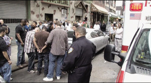 纽约华埠上演警匪大战非裔劫匪抢华妇被制服(图)