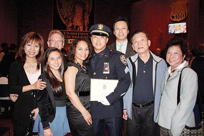 纽约市警总部举行晋职典礼两华裔警员荣升(图)