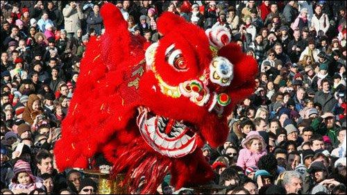 伦敦华埠商会主办大型彩车巡游活动将喜迎春节